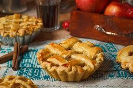 صورة طريقة سهلة ولذيذة لعمل فطيرة التفاح الخطوات بالصور